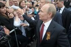 מושל המחוז התנצל בפני פוטין על ההפגנות נגדו (צילום: הקרמלין)