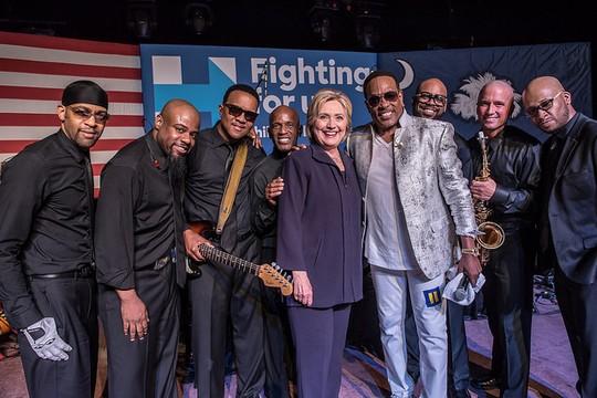 """""""זיקית תרבתית"""". הילרי קלינטון בצ'ארלסטון, דרום קרוליינה. 25 בפברואר 2016. (צילום: Barbara Kinney for Hillary for America פליקר CC BY-NC-SA 2.0)."""