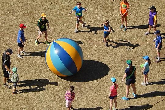חינוך ומשחק (אילוסטרציה: Michael Coghlan CC BY-SA 2.0)