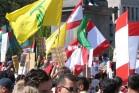 לא ארגון גרילה אלא צבא ערבי. דגלי חזבאללה בהפגנה פרו-לבנונית בשטוקהולם, יולי 2006 (robotpolisher, CC-BY-SA-2.0)