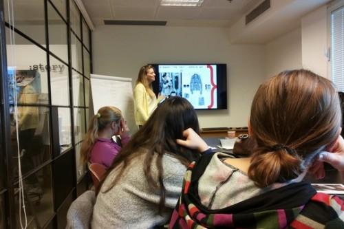 בניית אתרים ולימודי אופנה: בית הספר שמסייע לשורדות זנות להרגיש שוות