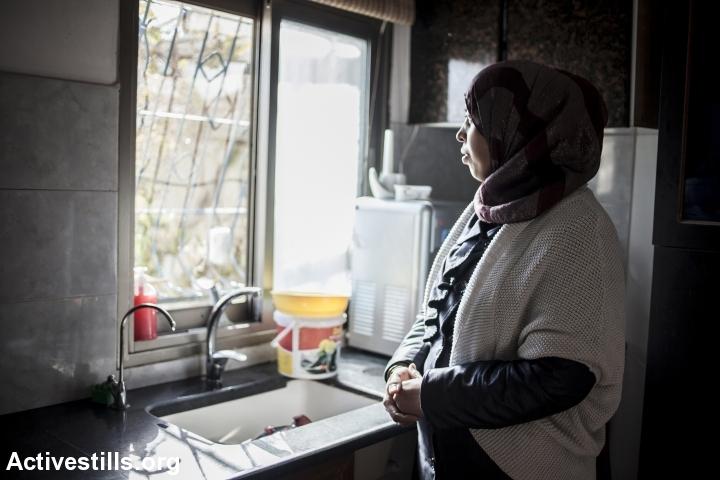 חסרות מעמד: אישה פלסטינית ללא אזרחות, בכפר ברטעה, 2013 (שירז גרינבאום / אקטיבסטילס)