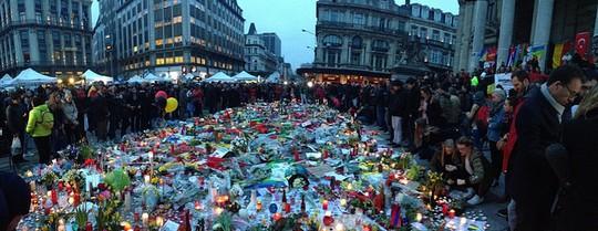 אנדרטה לזכר ההרוגים בפיגועים, בריסל (Ashley Bayles CC BY 2.0)
