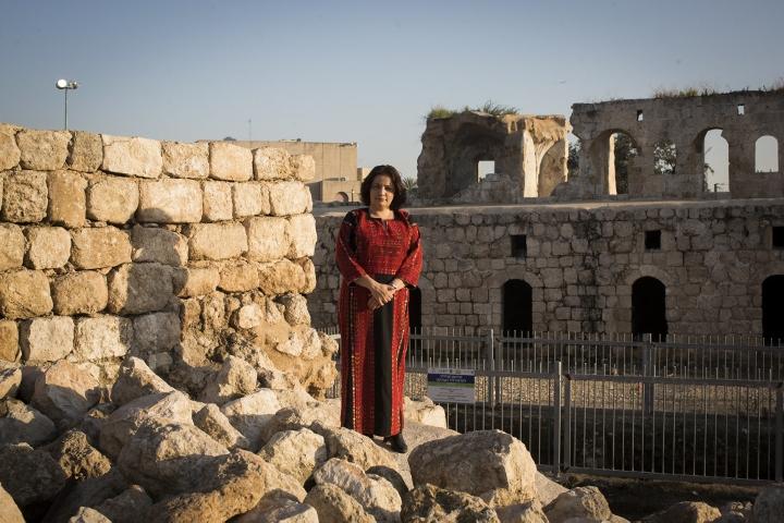 סמאח סלאימה, פרויקט צילום: שמלות רקומות פלסטיניות (אורן זיו / אקטיבסטילס)