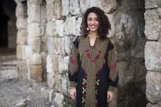 פרויקט צילום ליום האישה: השמלות הרקומות חוזרות לאופנה