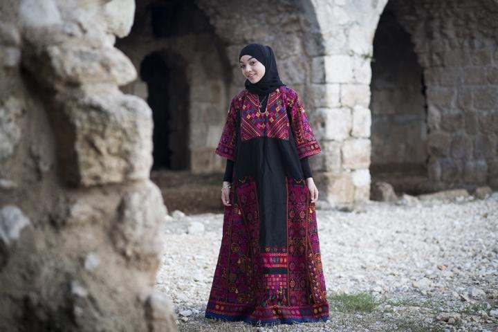 פרויקט צילום: שמלות רקומות פלסטיניות (אורן זיו / אקטיבסטילס)