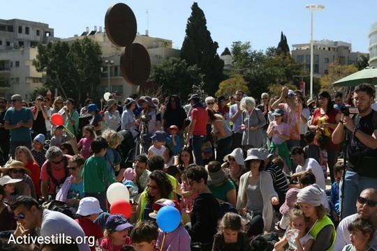 הורים וילדים מקהילת יד ביד בהפגנה בכיכר הבימה (אורן זיו / אקטיבסטילס)