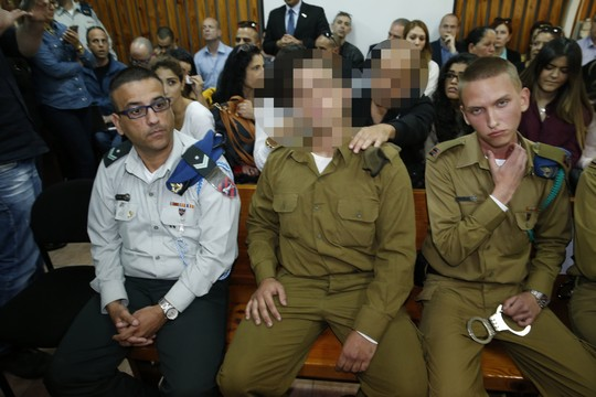 החייל היורה מחברון בדיון הארכת מעצר (AFP/POOL)