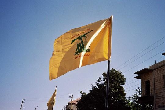 דגל חיזבאללה בדרום לבנון (upyernoz CC BY 2.0)
