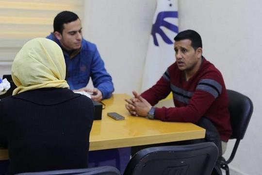 """ראזק אבו-סטא (מימין) בראיון עם אנשי """"אנחנו לא מספרים"""" (צילום: כארים אבו סמרה, באדיבות אתר We Are Not Numbers"""