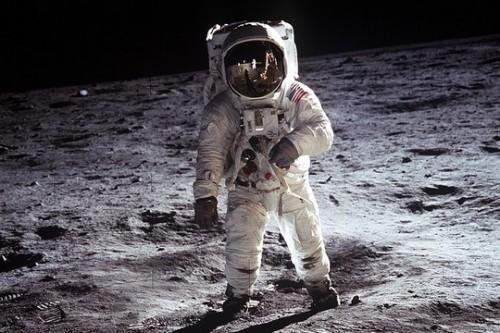 ניל ארמסטרונג, האדם הראשון שהלך על הירח (צילום: NASA)