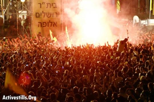 """מה מרוויחים היהודים -ערבים ממחיקת הזהות שלהם? ומה יקרה אם זה ישתנה? בית""""ר ירושלים בחגיגות אליפות ב-2007 (טס שפלן/אקטיבסטילס)"""