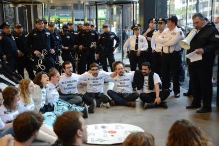 """סדר חירות של """"אם לא עכשיו"""", במשרדי הליגה נגד השמצה, ניו יורק (גילי גץ)"""