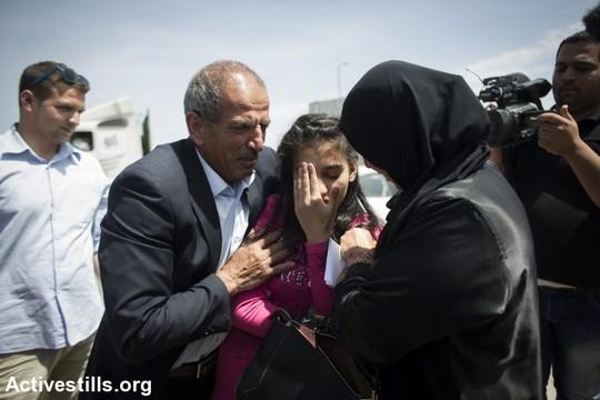 האסירה הצעירה ביותר בכלא הישראלי בזרועות הוריה, סוף סוף אחרי חודשיים וחצי מאסר (אורן זיו/אקטיבסטילס)
