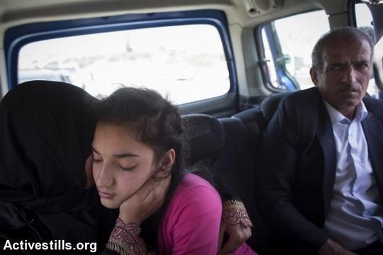 הילדה בת ה-12 והוריה בדרך למסיבת עיתונאים בטול כרם, ולאחר מכן לביתה בעיירה חלחול שליד חברון, שם מתוכננת לה מסיבת קבלת פנים גדולה (אורן זיו/אקטיבסטילס)
