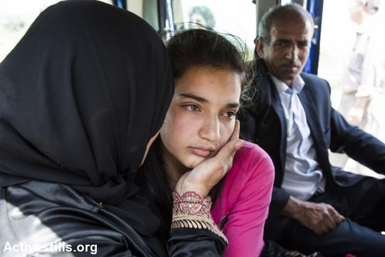 חיבוק מאמא. האסירה הפלסטינית הצעירה ביותר, ילדה בת 12, משתחררת ממאסר לאחר 75 ימים (קרן מנור/אקטיבסטילס)