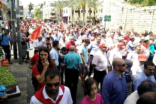 מעל אלף משתתפים לקחו חלק בצעדת האחד במאי בנצרת (צילום: תקשורת הרשימה המשותפת)