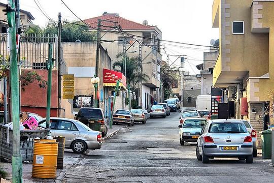 שכונות שלמות לא מחוברות. רחובות באום אל-פחם (צילום: מקבולה נסאר)