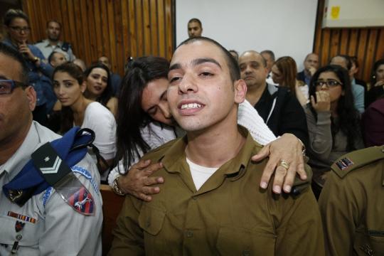 המשפחה אשמה? אלאור אזריה, החייל היורה מחברון, בדיון הארכת מעצר (AFP POOL)