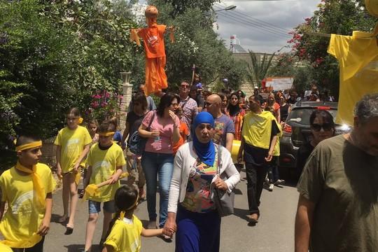 תהלוכת חג השלום עם הבובה הכתומה (סמאח סלאימה)