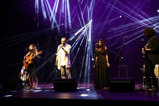 תאמר נאפר, סמר קובטי על הבמה בהקרנת הבכורה בסינמה סיטי. (צילום: זאהר אבו אלנסר)