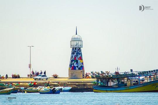 המגדלור שבנה האמן שריף סרחאן בנמל עזה. (צילום: איברהים פתחי, באדיבות אתר ערב 48).
