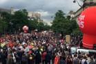 מאות אלפים בצעדת עובדי הארגונים נגד הרפורמה בעבודה. פריז, צרפת 28 ביוני 2016 (צילום: חגי מטר)