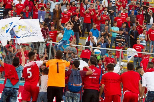 חגיגות ההישארות בליגה של הילאל אלקודס (צילום: מוחמד ע'ית')
