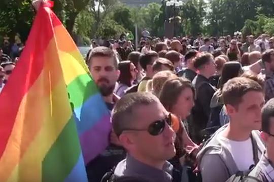 בפעם הראשונה השלטון מבהיר את עמדתו: לאנשים האלה יש זכות לצעוד. מצעד הגאווה בקייב