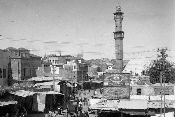 השוק ומסגד מחמודיה, יפו, סביבות 1900 (ספריית הקונגרס האמריקאי)