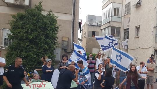 מפגיני ימים נגד שוברים שתיקה בחיפה (יואב חיפאווי)