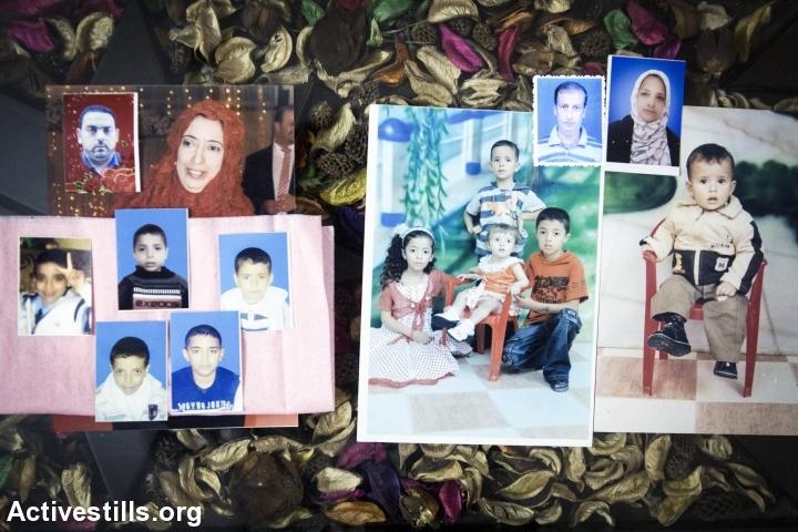 תמונות של 14 ההרוגים מבני משפחת אבו עאמר מוצגות בבני סוהילה, מזרחית לחאן יונס, 15 בנובמבר 2014. 16 מבני משפחת אבו עאמר נהרגו ב-29 ביולי 2014 במתקפה אווירית על בנין אל-דאלי בחאן יונס. בסך הכל נהרגו במתקפה זו 34 אנשים מחמש משפחות שונות. זאת היתה המתקפה הקטלנית ביותר על מבנה מגורים במהלך המלחמה. (אן פאק/אקטיבסטילס)