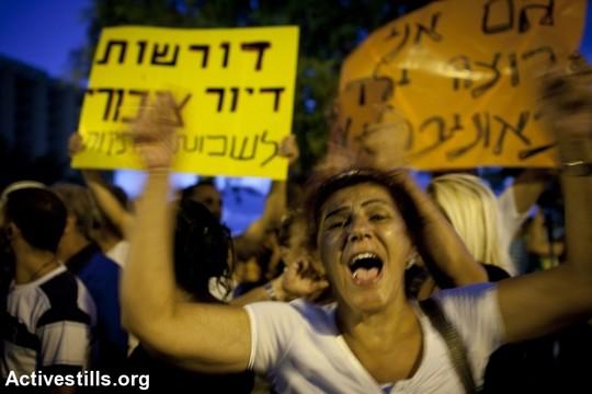 חיבורים בין משפחות ערביות מיפו ויהודיות משכונת התקווה ובת ים. המחאה החברתית, 2011 (אורן זיו / אקטיבסטילס)