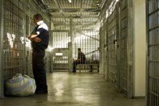 פחות מאחוז מתלונות אסירים על אלימות סוהרים מובילות לכתב אישום