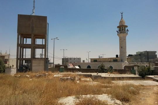המסגד בראש הגבעה. יטא (יובל בן עמי)