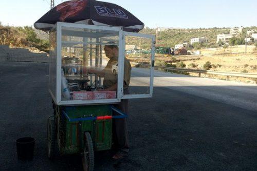 יומני האופנוע בפלסטין: אי אפשר לעמוד בפני ריח הקפה