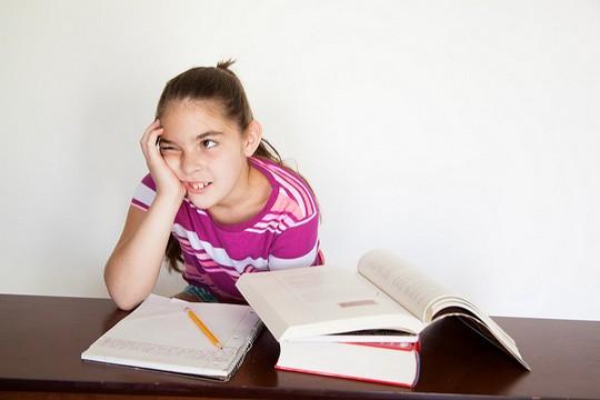 מי באמת מוגבל בסיפור הזה? ילדה מתקשה להתרכז. (אילוסטרציה: amenclinics)