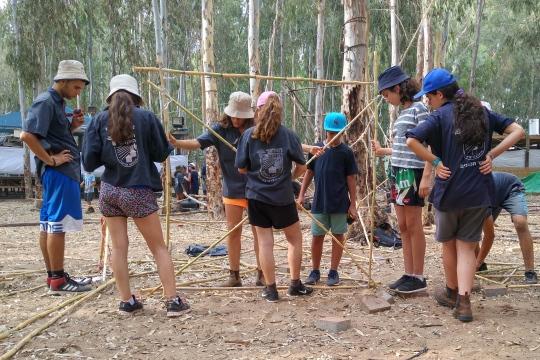 קבוצה קטנה ומשימת משחק, מחנה קיץ האיחוד החקלאי, קיץ 2016 (צילום: רקפת הימן זהבי)