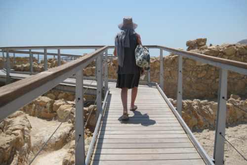 יומני האופנוע בפלסטין: למה שלא נסע לעין גדי?