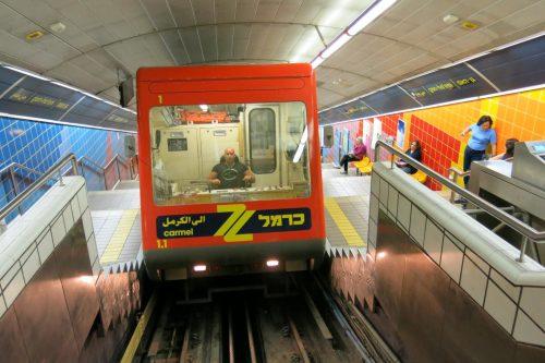 מסיעה כ-3,000 נוסעים ביום (צילום:לאוניד ברז'ושניק)