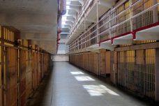 חדשות מעולות: הממשל האמריקאי מתחיל להלחם בהפרטת הכליאה