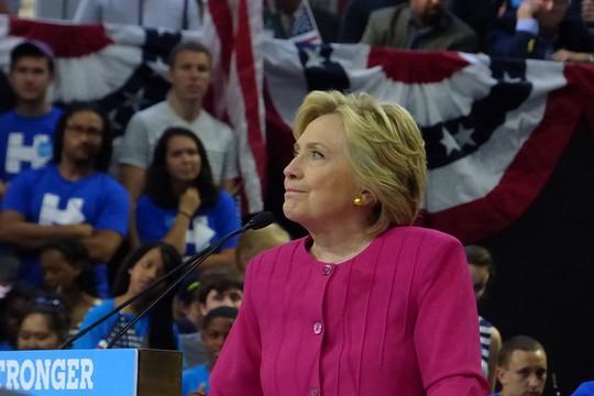 הילרי קלינטון בכינוס בחירות (neverbutterfly CC BY 2.0)