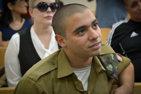 השחקן הראשי במשפט הראווה התורן. אלאור אזריה בדיו בבית המשפט הצבאי (פלאש 90)