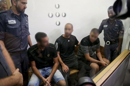 עצורים מפרשת לה פמיליה בבית המשפט המחוזי בתל אביב, אוגוסט 2016 (פלאש90)