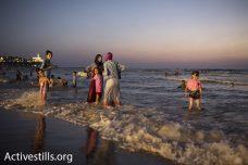 בתמונות: אלפים חגגו את חג הקורבן בחופי יפו
