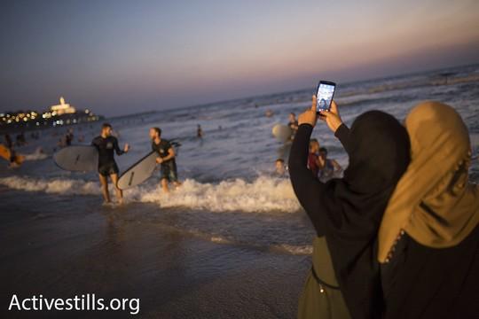 סלפי עם היפות שלי בים. עיד אל אדחא. 14 בספטמבר 2016. (אורן זיו/אקטיבסטילס)