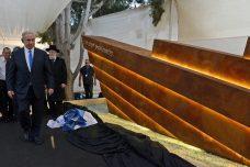 להשוות את מעמד אירועי הזיכרון של כפר קאסם לאלטלנה