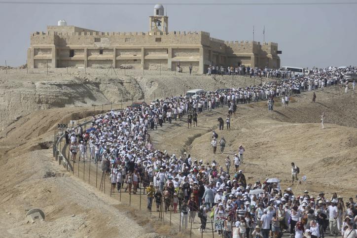נשים עושות שלום בצעדה באזור קסר אל-יאהוד (STR / פלאש90)