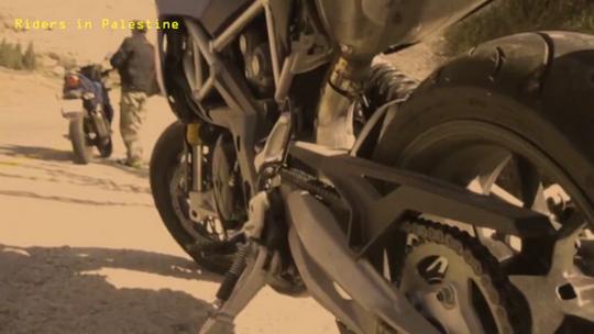 אופנועים בחיזמה (צילום: בסאם אלמוהור)
