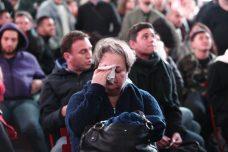 אמריקאים צופים בתוצאות הבחירות בכיכר טיימס בניו יורק (נעם ריבקין פנטון / פלאש90)